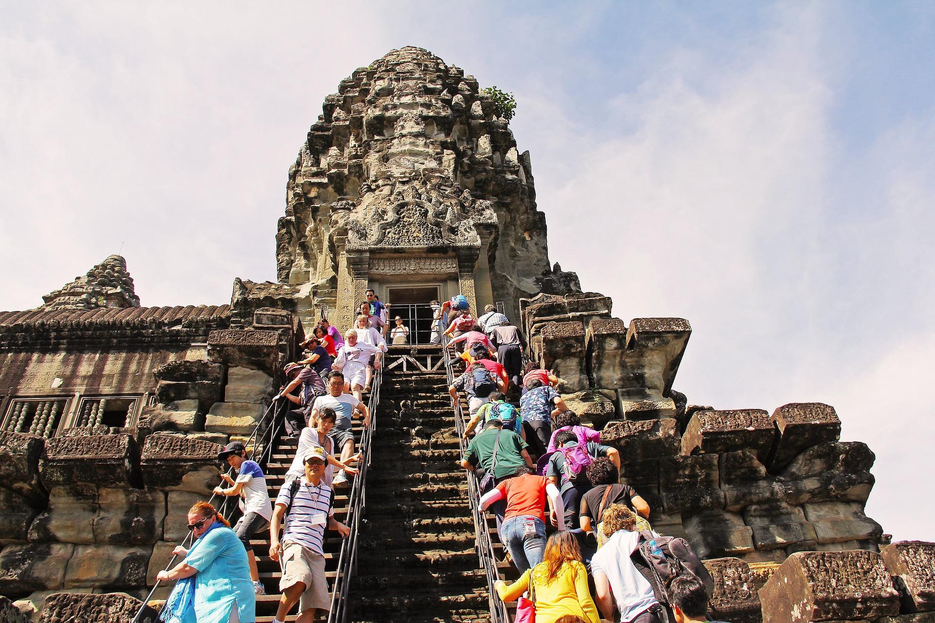 angkor-wat-temple-934140_1920.jpg