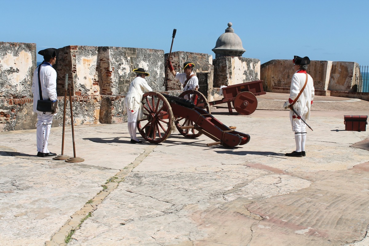 cannon-277334_1920.jpg