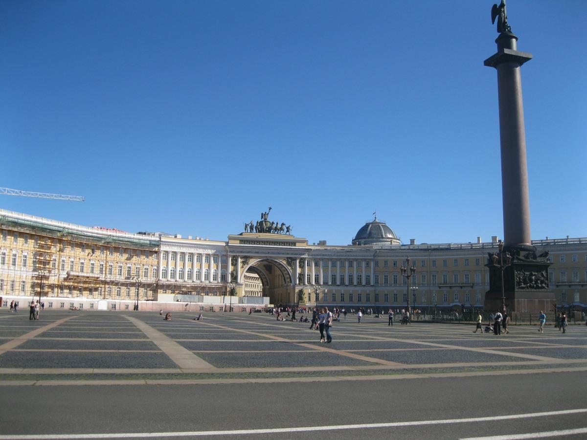 hermitage-palace-square-352581_1920.jpg