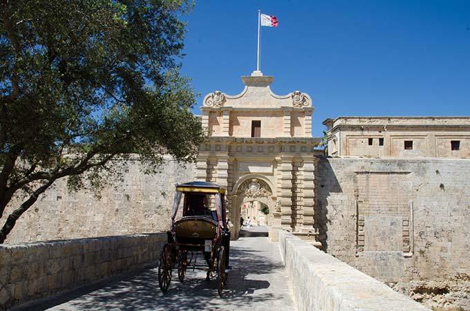 mdina_gate_malta_4_by_mario_galea_viewingmalta-com_680