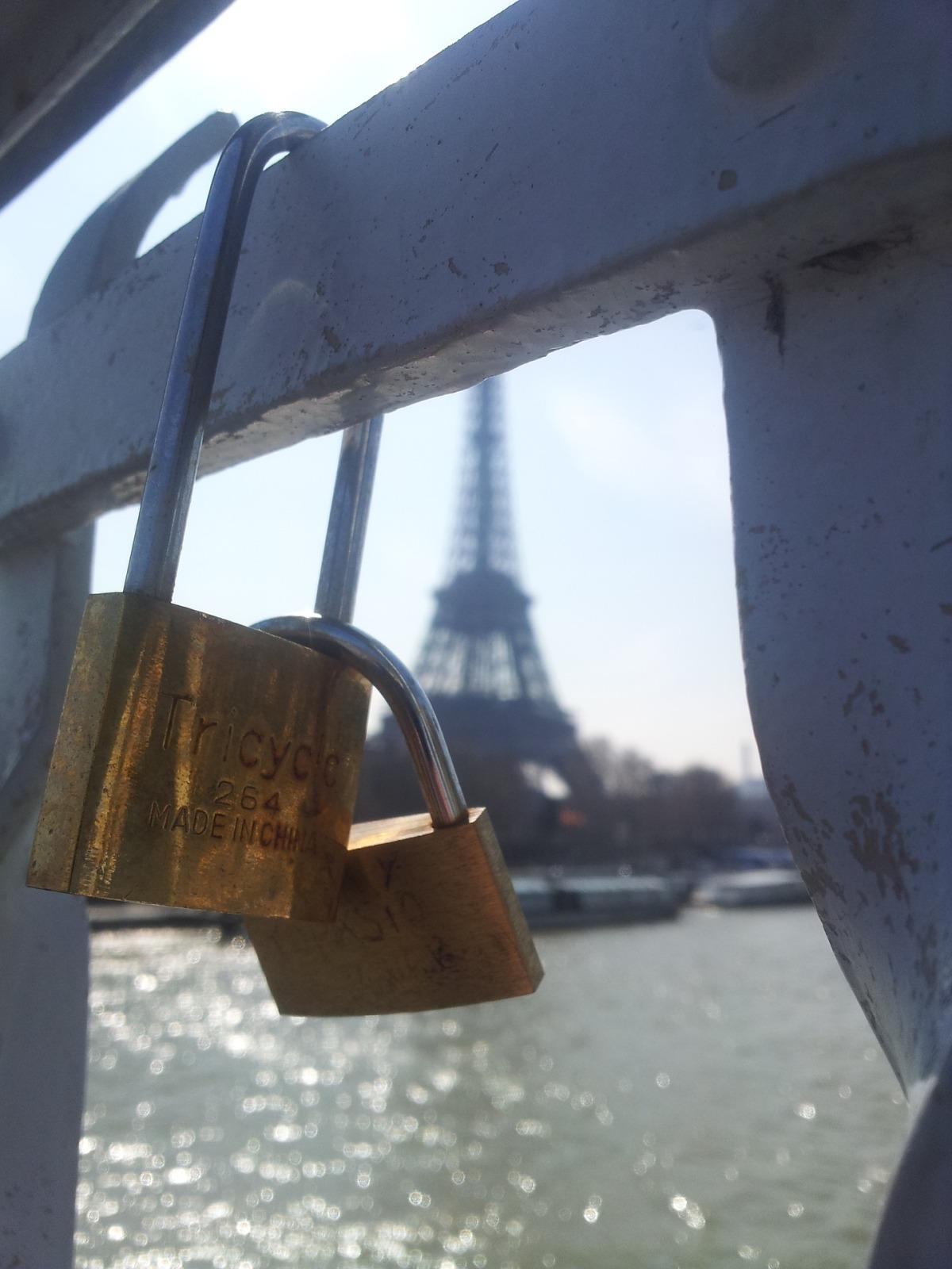 paris-693036_1920