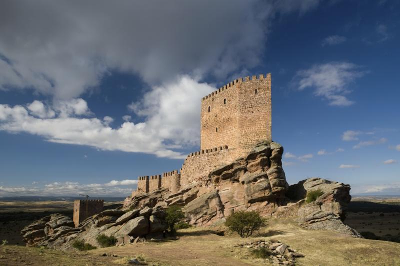 spain-zafra-castle-guadalajara-96663143.jpg